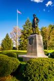 Statue und amerikanische Flagge in Gettysburg, Pennsylvania Stockbild
