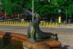 Statue und Brunnen Havis Amanda, in Helsinki Stockbilder