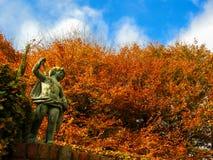 Statue und Herbstfarben Lizenzfreies Stockbild