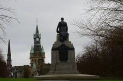 Statue und Kontrolltürme Lizenzfreie Stockfotos