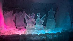 Statue variopinte del ghiaccio del paese delle meraviglie di inverno Immagini Stock Libere da Diritti
