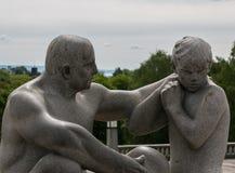 Statue in Vigeland-Park, Oslo lizenzfreie stockbilder