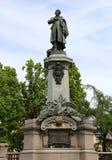 Statue von Adamowi Mickiewiczowi Rodacy in Warschau Stockfoto