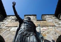 Statue von Antonius Pius am Haupttor des römischen Saalburg c Lizenzfreie Stockfotografie