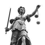 Statue von Dame Justice (Justitia) Lizenzfreies Stockfoto