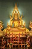 Statue von einem Buddha in der Kirche stockfotografie