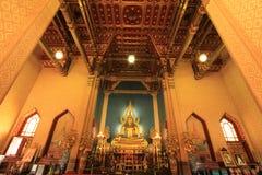 Statue von einem Buddha in der Kirche stockbilder