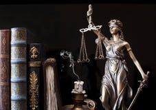 Statue von Gerechtigkeit lizenzfreie stockfotos