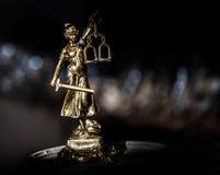 Statue von Gerechtigkeit, Gesetzeskonzept, Stockbild