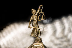 Statue von Gerechtigkeit, Gesetzeskonzept, Lizenzfreies Stockbild