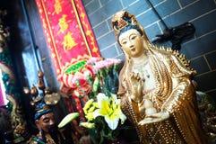 Statue von Guanyin, die Göttin der Gnade, an einem Hong Kong-Tempel Lizenzfreie Stockbilder