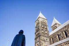Statue von Henric Schartau vor Lund-Kathedrale lizenzfreies stockbild