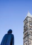 Statue von Henric Schartau vor Lund-Kathedrale stockfotografie