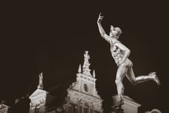 Statue von Hermes in der alten Stadt von Gdansk bis zum Nacht, Polen Lizenzfreie Stockbilder