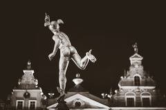 Statue von Hermes in der alten Stadt von Gdansk bis zum Nacht, Polen Lizenzfreies Stockfoto
