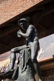 Statue von Hermes oder von Mercury durch das Florian Gate-Teil der Verstärkungen von Krakau, die jetzt in der Stadt bleiben Lizenzfreie Stockbilder