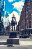 Statue von Herzog von Wellington ein Pferd, einen Verkehrskegel tragend auf seinen Kopf reiten Glasgow, Schottland Lizenzfreies Stockbild