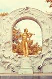Statue von Johann Strauss in Wien Stockbilder