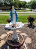 Statue von Jungfrau Maria außerhalb OIF-Kapelle Lizenzfreie Stockfotos
