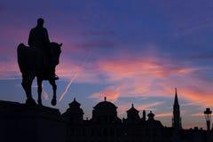 Statue von König Albert I auf dem Pferd bei Sonnenuntergang Lizenzfreie Stockbilder