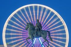 Statue von König Louis XIV bis zum Nacht Stockfoto