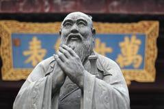 Statue von Konfuzius am Tempel Lizenzfreie Stockfotos