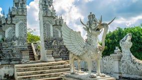 Statue von Lembuswana in Pulau Kumala, Mythologietier von Indonesien, im hindischen Arttempel Lizenzfreies Stockfoto