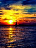 Statue von Liberty Sunset lizenzfreies stockfoto