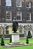 Statue von Lord Nuffield Stockbilder