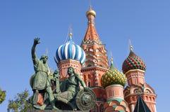 Statue von Minin und von Pozharsky in Moskau stockfotos