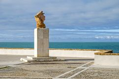 Statue von Paco Alba auf dem Boulevard Campo Del Sur in Cadiz, Badekurort stockfoto