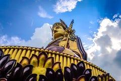 Statue von Padmasambhava Budda in Rewalsar stockfotos