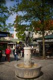 Statue von roider jackel auf dem viktualienmarkt in München Deutschland Es ist ein täglicher Lebensmittelmarkt und ein Quadrat in lizenzfreie stockfotos