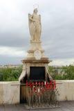 Statue von San Rafael in der römischen Brücke Lizenzfreie Stockbilder