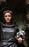 Statue von Santa Rosalia, gemaltes Holz Stockfotos