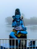 Statue von Shiva bei großartigem Bassin Stockbild