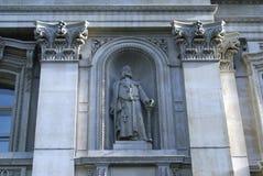 Statue von Sir Richard Whittington, königliche Austauschfassade in London, England Stockbild