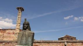 Statue von Vlad Tepes stock video