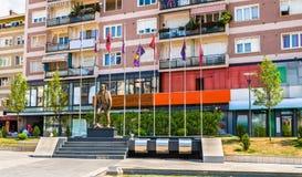 Statue von Zahir Pajaziti, ein Kommandant der Kosovo-Befreiung A stockbild