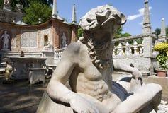 Statue vor dem Trickbrunnen im waterpark von Hellbr Lizenzfreie Stockbilder