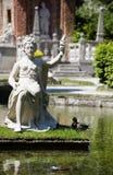 Statue vor dem Trickbrunnen im waterpark von Hellbr Stockfoto