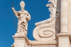 Statue vor der Kathedrale von Syrakus, Sizilien Lizenzfreies Stockfoto