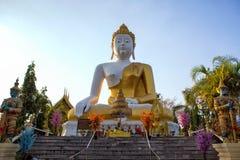 Statue Wat Phra That Doi Kham de Bouddha chez Chiang Mai, temple thaïlandais N Images stock