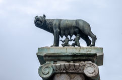 Statue wolf kormyschey two infants - a symbol of Rome, capital of Italy Royalty Free Stock Photos