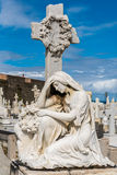 Statue of woman kneeling at grave Royalty Free Stock Photography