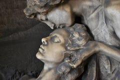 Statue of women embracing