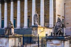 Statuen auf Assemblée Nationale - Paris, Frankreich Lizenzfreie Stockfotografie