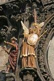 Statuen auf astronomischer Uhr Prags (Prag Orloj) auf der Wand von altem Stadtrathaus, Prag, Tschechische Republik Lizenzfreie Stockfotos