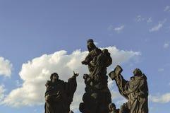 Statuen auf Charles-Brücke Stockfotografie