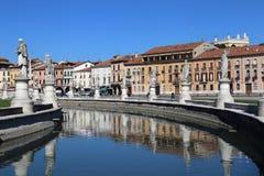 Statuen auf dem Prato-della Valle quadrieren in Padua, Italien stockbild
